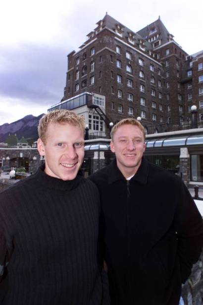DIGITAL #18454--5/10/98--Ottawa Senators Marian Hossa (left) and Daniel Alfredsson at the Banff Springs Hotel to start their 4 day retreat.Here they are on the terrace at the hotel . John Major, The Ottawa Citizen